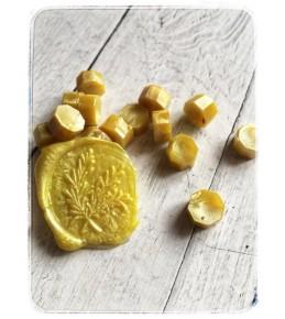 Воск желтый перламутровый, гранулы, 3 штуки